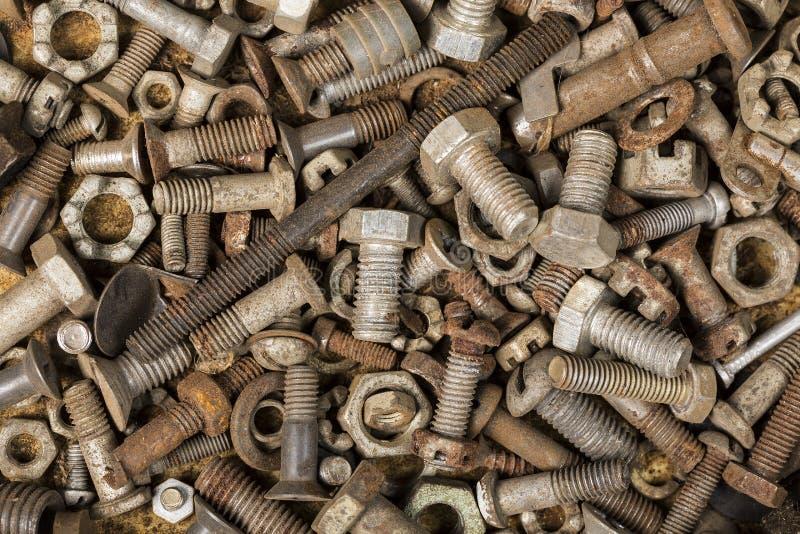 汇集老生锈的螺钉头螺拴螺母 免版税库存图片
