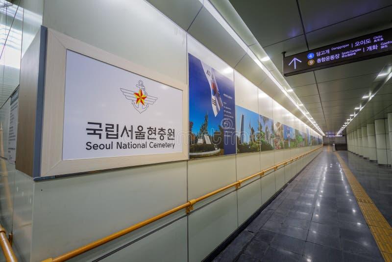 汉城国家公墓的牌Dongjak (汉城国家公墓)地铁站的 库存图片