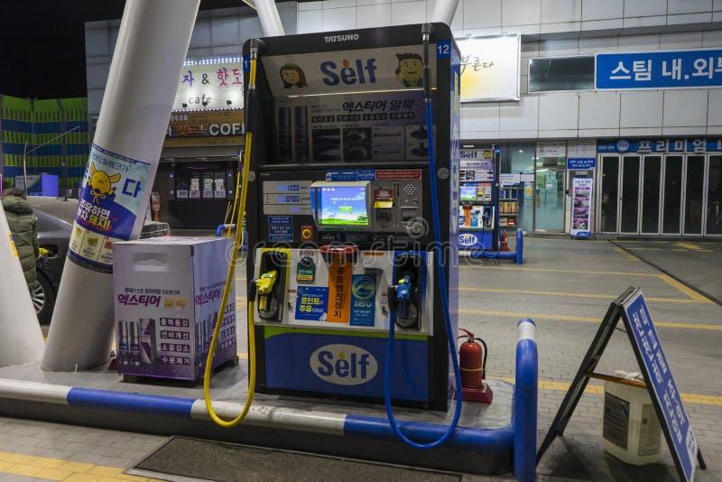 汉城,韩国- 2019年1月9日:自已服务加油站在韩国 库存图片