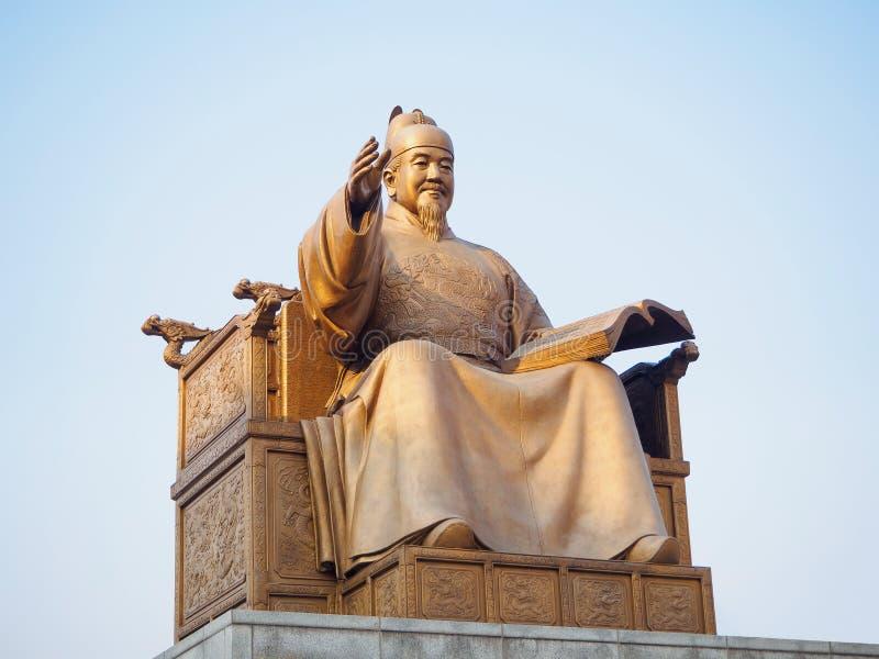 汉城,韩国- 3月 18日2017年:国王Sejong的雕象Gwanghwamun广场的在汉城,韩国 免版税库存照片
