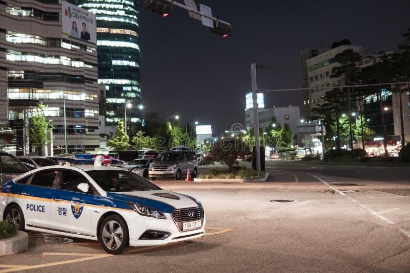 汉城,韩国- 08 05 18:警车在晚上是当班 免版税库存图片
