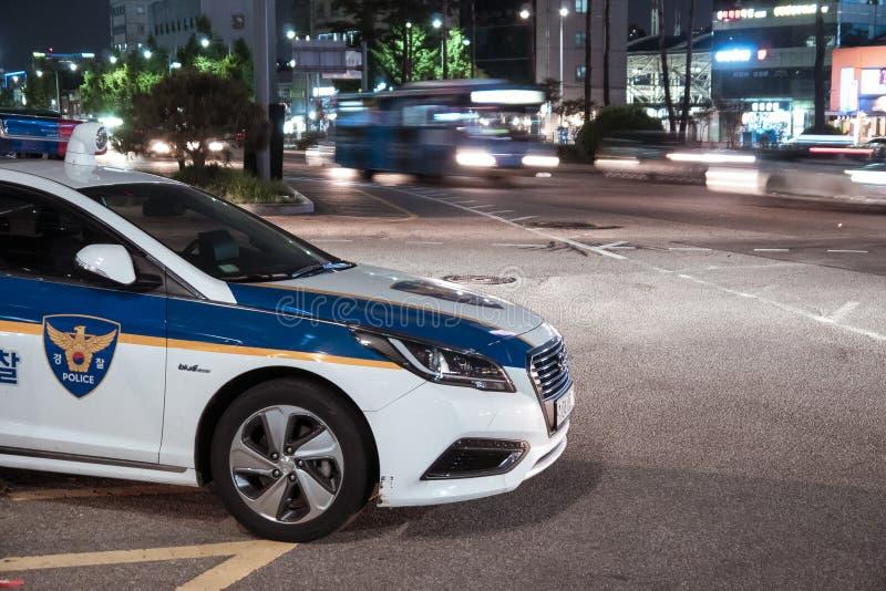 汉城,韩国- 08 05 18:警车在晚上是当班 免版税图库摄影