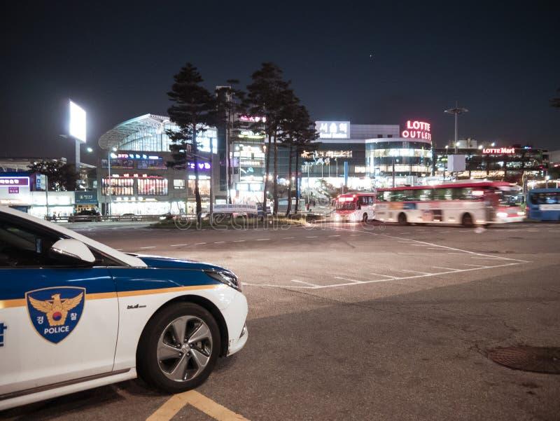 汉城,韩国- 08 05 18:警车在晚上是当班 库存图片