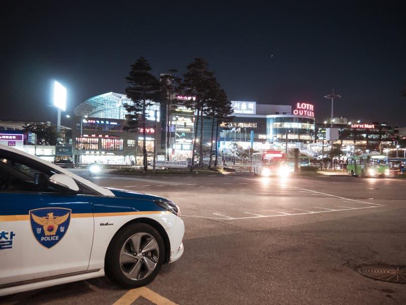 汉城,韩国- 08 05 18:警车在晚上是当班 免版税库存照片