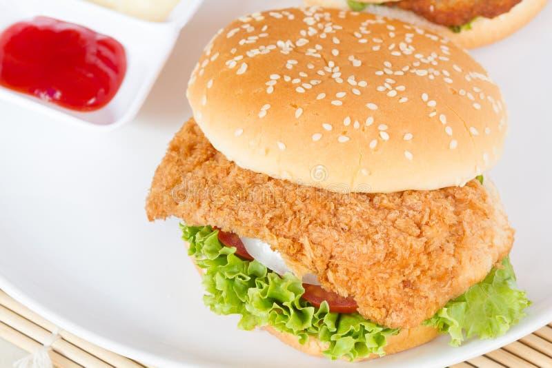 汉堡包用在白色盘的肉 图库摄影