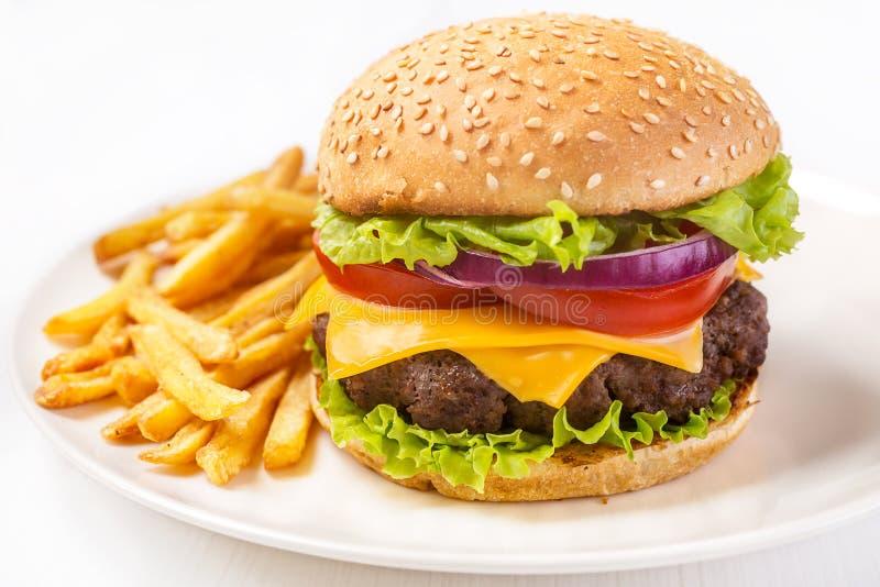 汉堡包用在白色背景的油炸物 免版税图库摄影