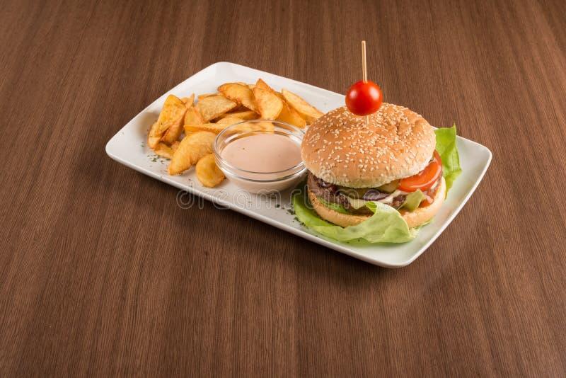 汉堡包菜单用油煎的土豆 库存照片