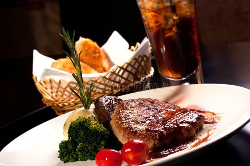 汉堡牛排、午餐、正餐&饮料 免版税库存照片