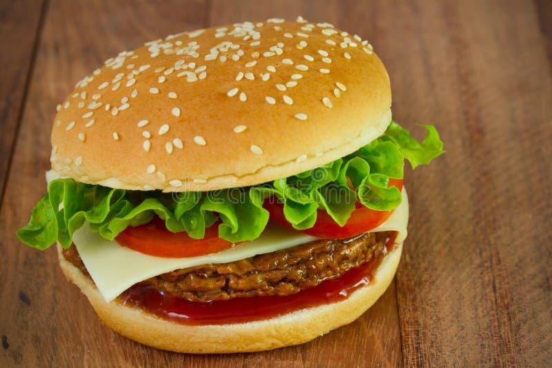 Download 汉堡用乳酪 库存照片. 图片 包括有 对象, 种子, 芝麻, 三明治, 没人, 经典, 干酪, 特写镜头 - 30334932
