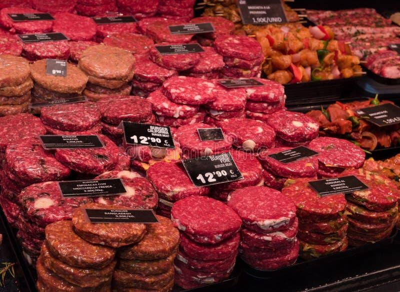 汉堡肉, La Boqueria市场在巴塞罗那,屠户` s商店 图库摄影