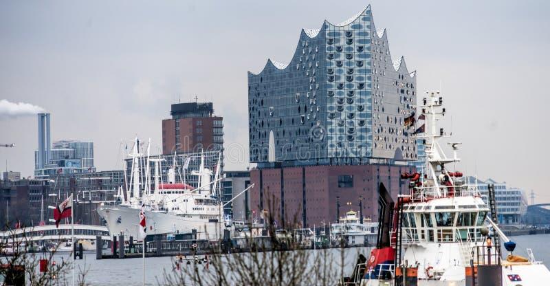 汉堡,德国, 2017年12月10日:从汉堡港口的看法 库存图片