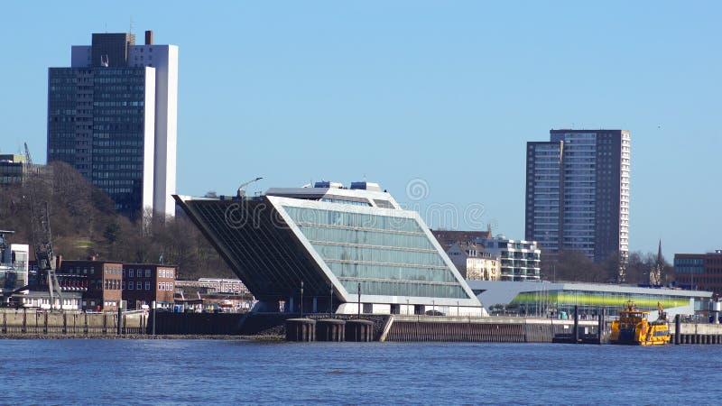 汉堡,德国- 2014年3月8日, :港区办公楼,由于它的船塑造,六层办公楼 免版税库存图片