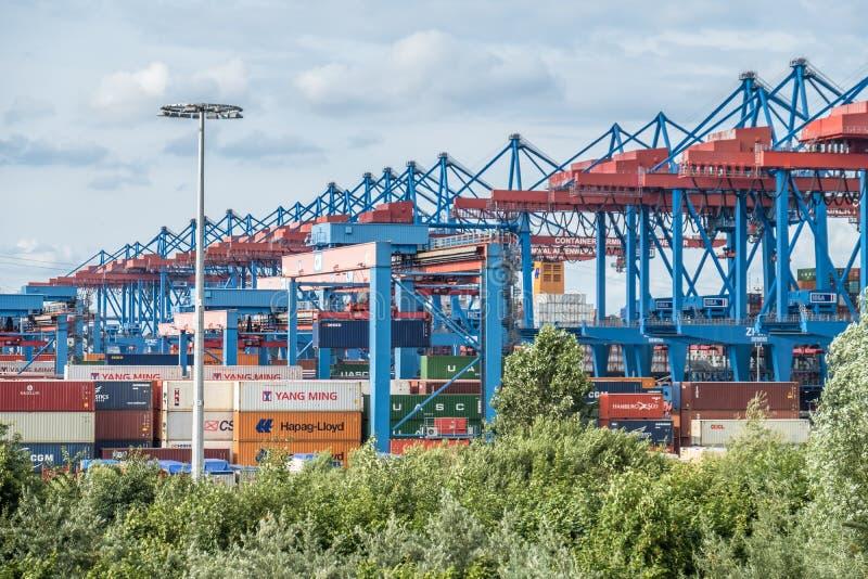 汉堡,德国- 2017年7月14日:高度自动化的集装箱码头在Altenwerder是一个最现代和 免版税库存照片