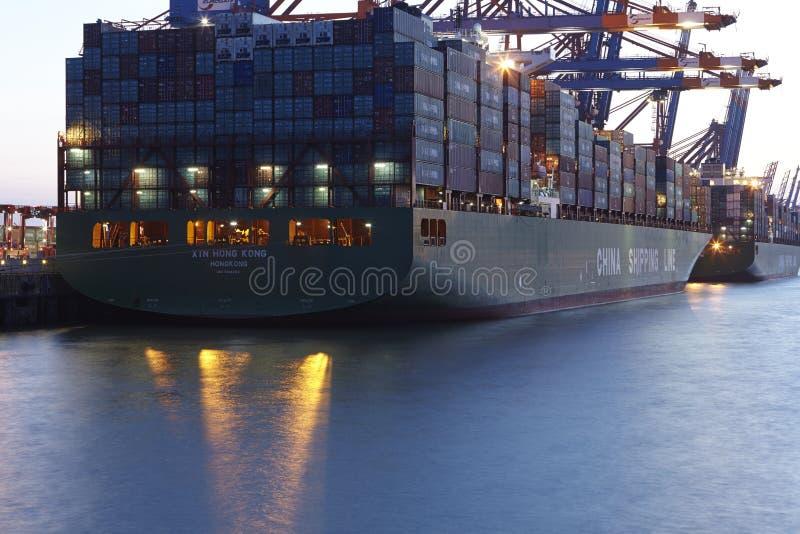 汉堡-在终端的集装箱船 免版税库存照片