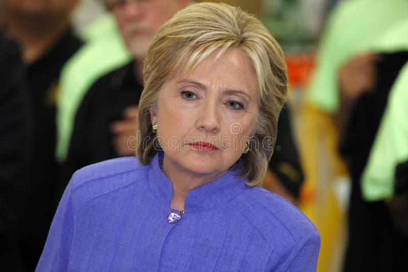 汉德尔逊, NV - 2015年10月14日:民主党U S 总统候选人&前国务卿希拉里・克林顿听在  免版税库存照片