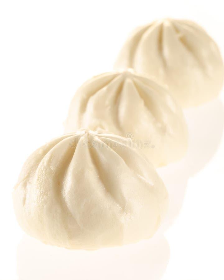 汉语在白色的蒸的小圆面包 图库摄影