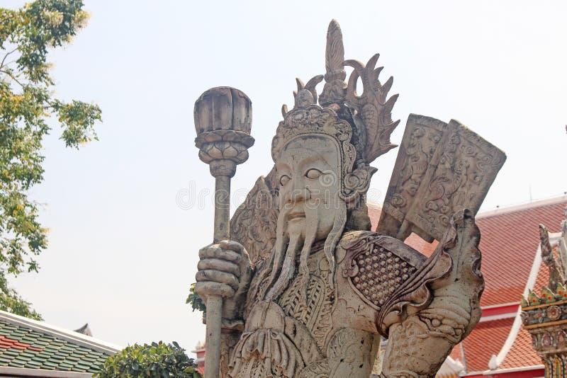 汉语在Wat Phra Chetuphon Vimolmangklararm Rajwaramahaviharn守卫雕象或者Wat Pho 曼谷泰国 库存图片