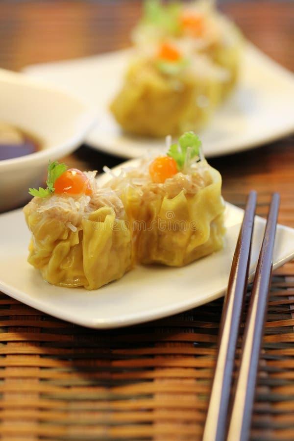汉语蒸猪肉和玻璃面条饺子,粤式点心 免版税库存图片