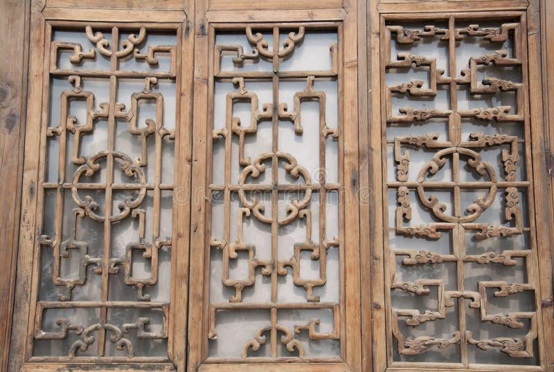 汉语被雕刻的木窗口 免版税图库摄影