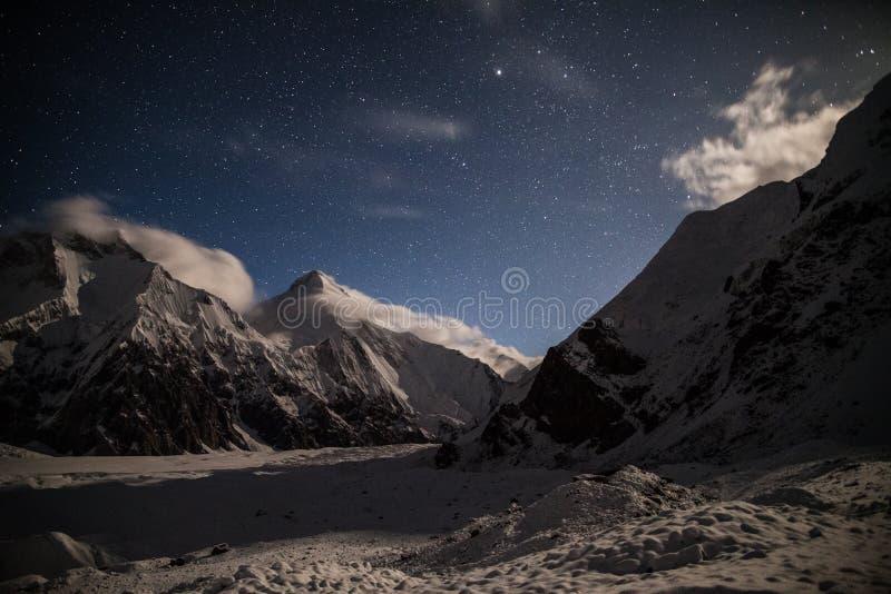 汗腾格里峰峰顶看法夜 免版税库存照片