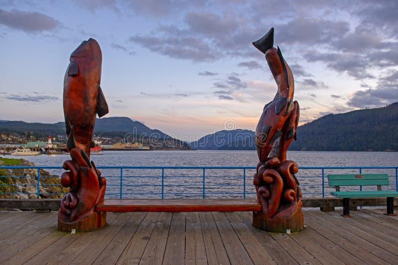 江边小游艇船坞日落视图在艾伯尼港,温哥华岛 图库摄影