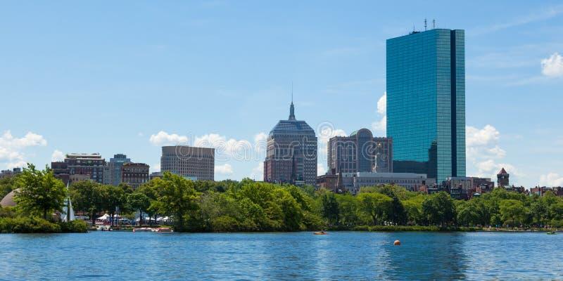 从江边,马萨诸塞,美国的波士顿地平线 库存图片