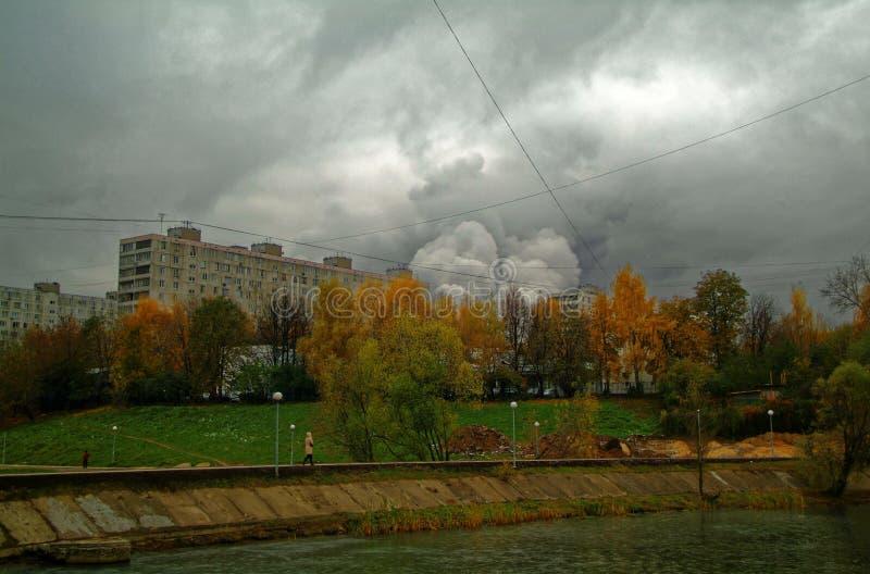 池塘在秋天公园在莫斯科 库存图片