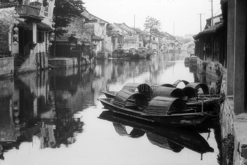 池塘西方你的城镇 免版税库存照片