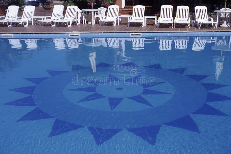 池撒丁岛游泳 免版税库存图片
