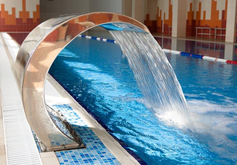 池游泳瀑布 免版税库存照片