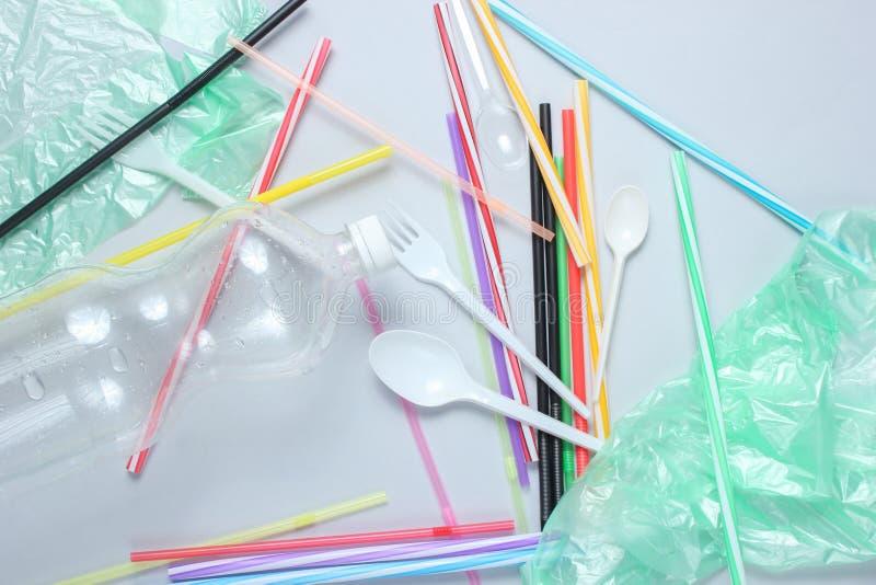 污染塑料和聚乙烯环境的概念 免版税库存照片