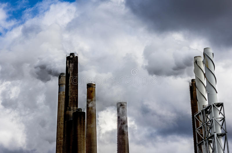 Download 污染 库存照片. 图片 包括有 极大, 地图集, 管道, 制造, 商务, 开采, 工程, 行业, 能源, 云彩 - 30325042