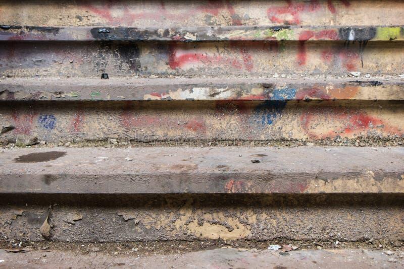 污浊和肮脏的楼梯 库存图片