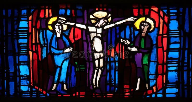 污迹玻璃窗在圣斯蒂芬教会里在Wasseralfingen,德国 库存图片