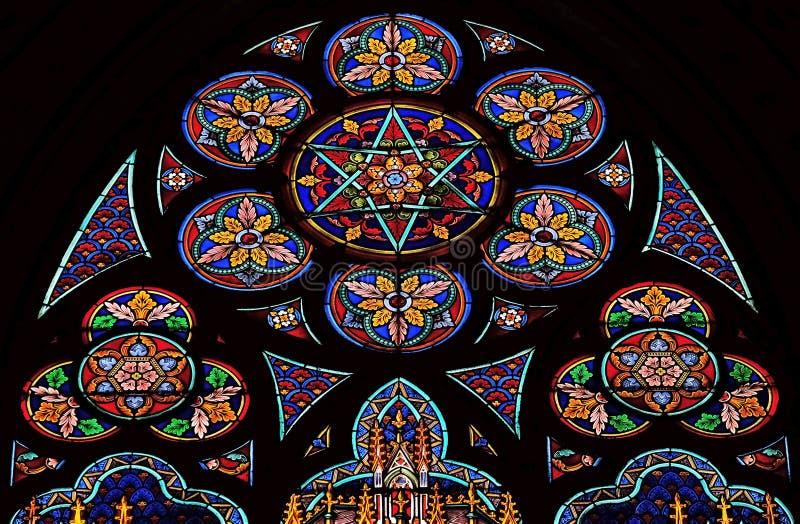 污迹玻璃窗在圣欧仁-圣塞西莉亚教会,巴黎里 免版税库存照片