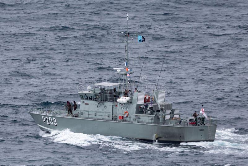 汤加防御服务离去的悉尼港口的巡逻艇VOEA Savea P203 免版税库存图片