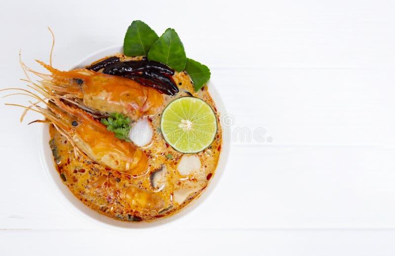 汤姆Goong或虾汤辣酸汤传统食物在泰国 免版税库存图片
