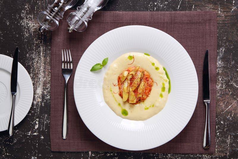 汤用蟹肉、玉米和蓬蒿 免版税库存图片