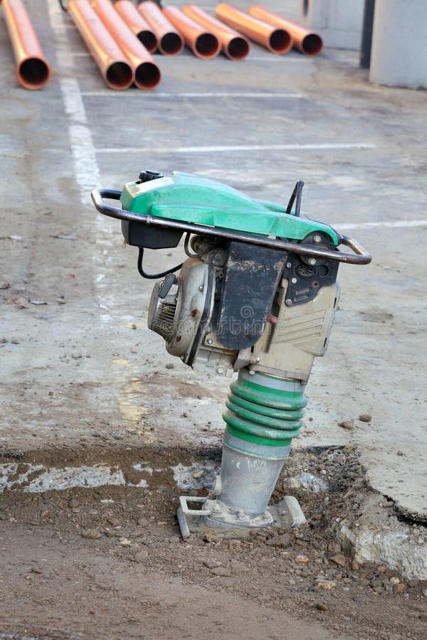 汽油或柴油振动的板材压紧机 图库摄影