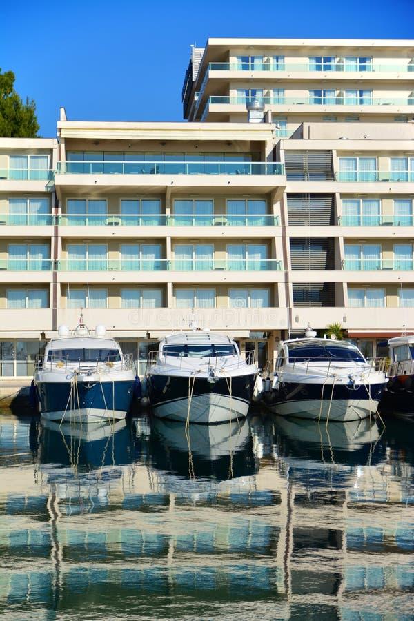 汽船在小游艇船坞在克罗地亚 免版税库存照片