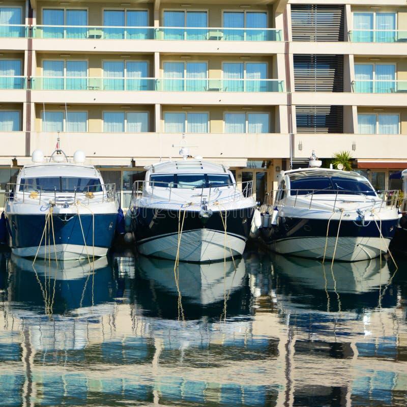 汽船在小游艇船坞在克罗地亚 库存图片