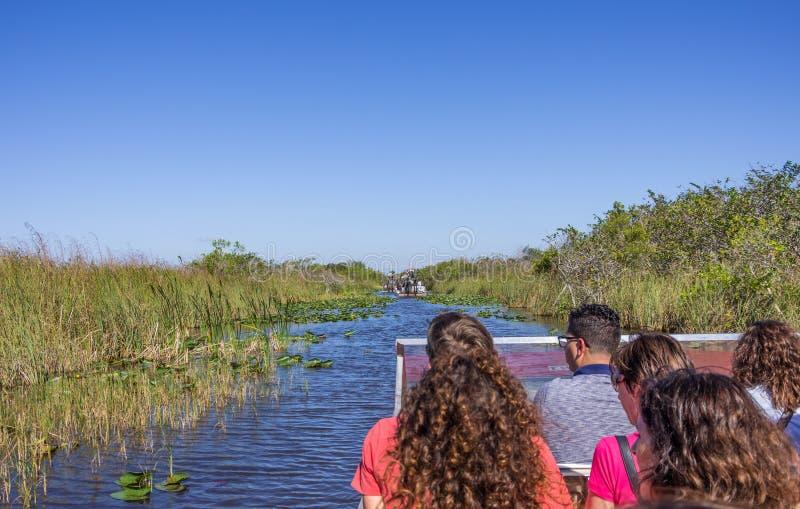 汽船的人们在沼泽地,佛罗里达 库存照片