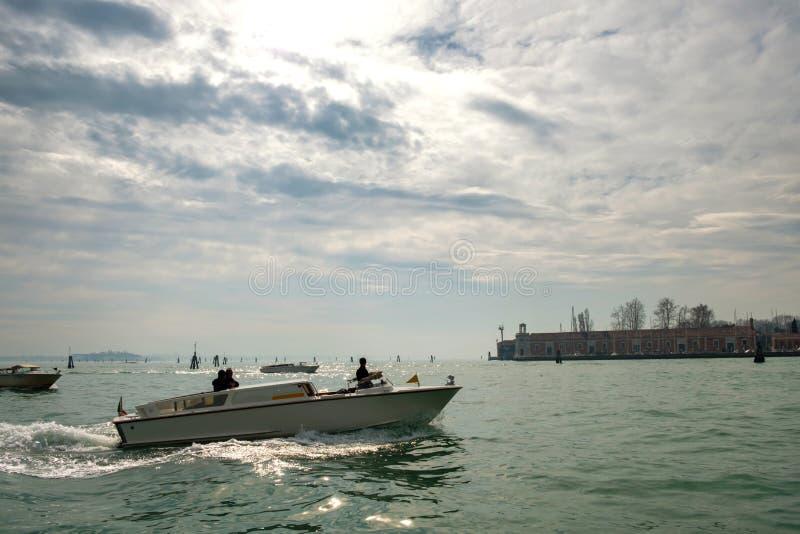 汽船穿过海 图库摄影