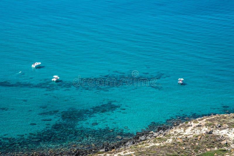 汽艇在绿松石海 库存照片