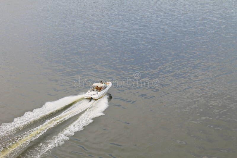 汽艇鸟瞰图在河Dnieper的 库存照片