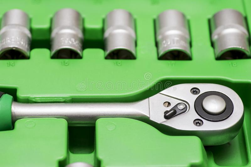 汽车修理的普遍工具箱 套为汽车修理的工具在箱子 特写镜头 库存图片