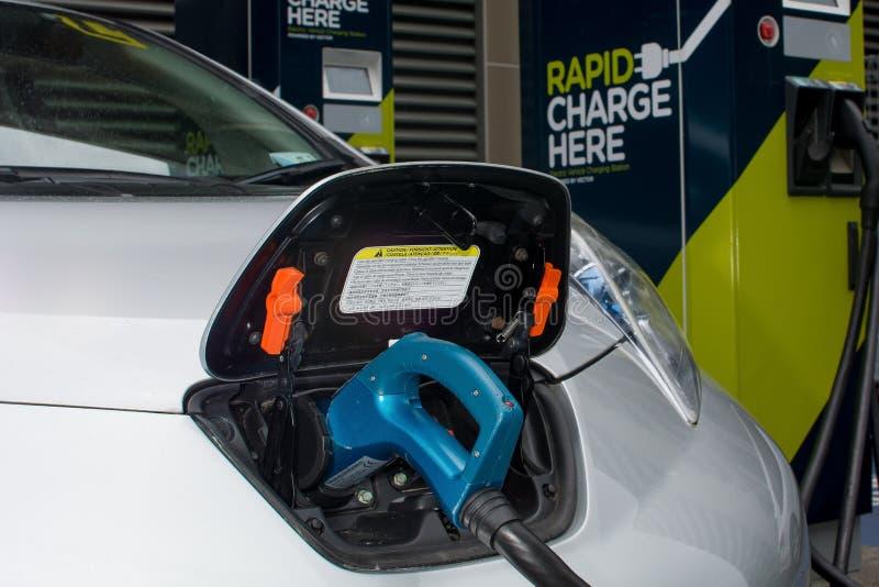 汽车充电电 免版税库存照片