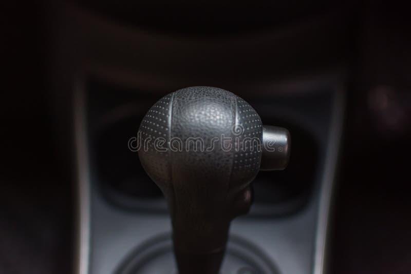 汽车内部用变速杆和体育按 免版税库存照片