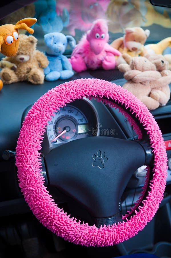 汽车内部,与桃红色细节 免版税库存照片