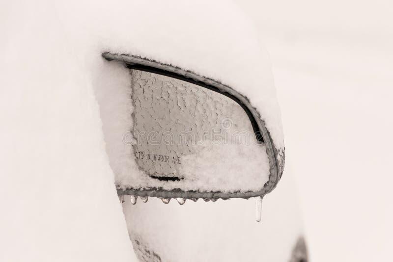 汽车冻结的镜子 库存照片